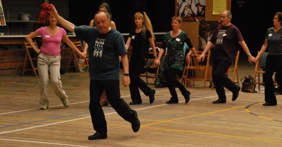 A programação do festival conta também com workshops de dança circulares, com a participação de professores de diversos países como Grécia, Bulgária, Croácia, Sérvia e Turquia. As diferentes aulas ocorrem entre os dias 26 de abril e 4 de maio (consultar a programação), e saem por R$ 8 (comerciários), R$ 20 (meia) e R$ 40 (inteira). Haverá também uma Vivência em Danças Circulares, com participação gratuita, no dia 30 de abril, das 10h30 às 12h.