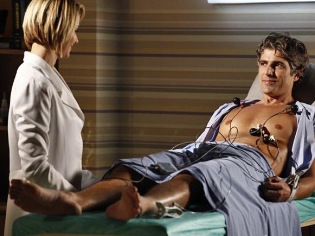 Silvia faz um eletrocardiograma em Cadu e encontra alterações no coração dele