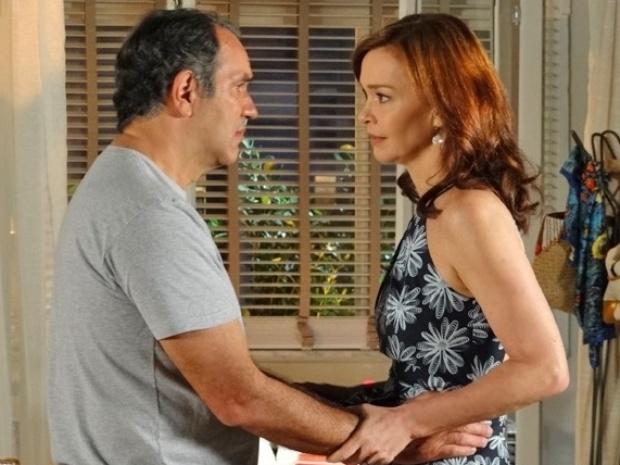 Vírgílio conta para Helena que teve uma briga com Laerte