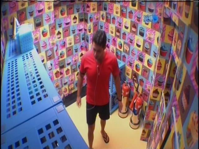 21.mar.2014 - Marcelo se irrita por ter gravação de raio-x interrompida por Cássio. E pede para gravar outro.