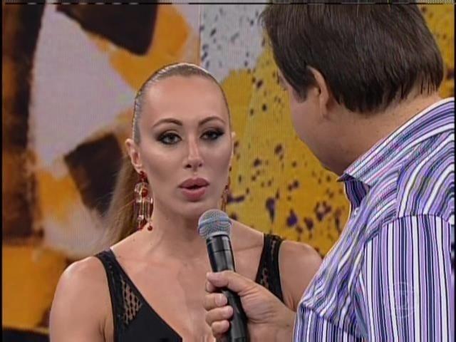 23.mar.2014 - A atriz Aline é criticada em sua participação no Domingão do Faustão, neste domingo (23)
