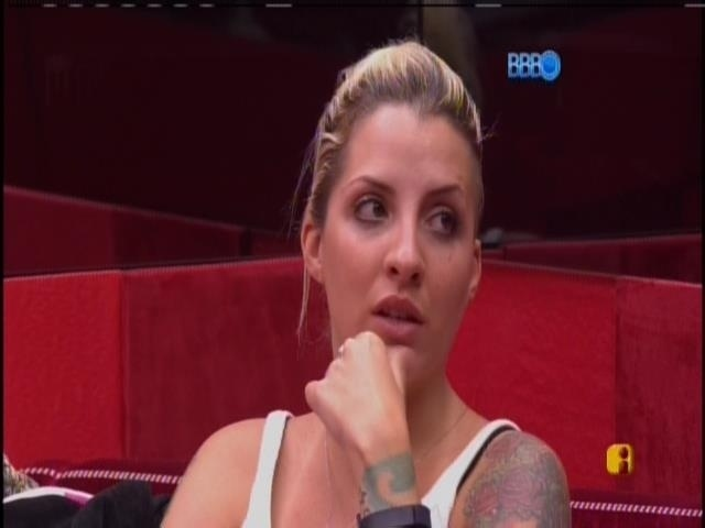 """23.mar.2014 - """"A única chance da Angela ir para o paredão é eu ser líder"""", diz Clara"""