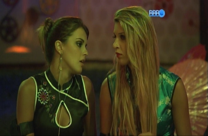 23.mar.2014 - Angela critica isolamento de Marcelo durante Festa Jardim Japonês