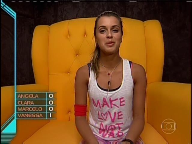 23.mar.2014 - Angela vota em Vanessa para o 15º paredão.