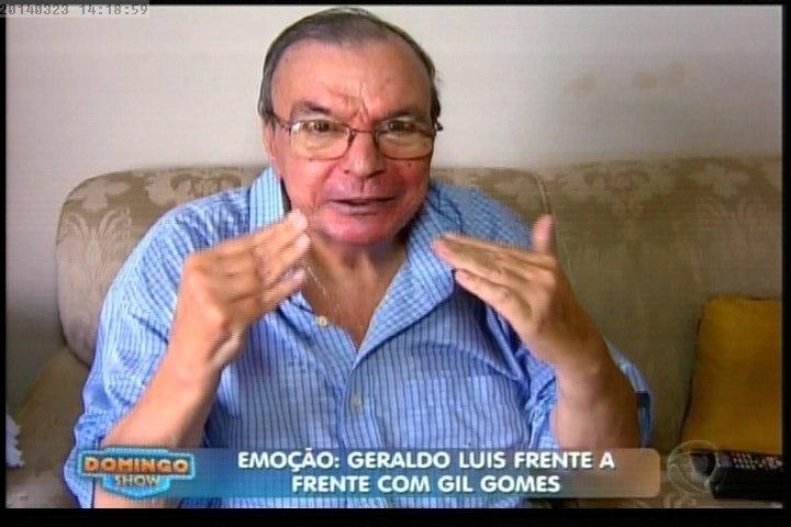 """23.mar.2014 - Gil Gomes se emocionou ao assistir depoimentos de familiares durante o programa """"Domingo Show"""", da Record"""