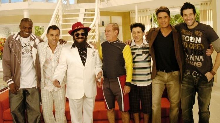 """22.jun.2008 - Dedé Santana (de chapéu e barba) aparece disfarçado no programa que marcou o reencontro com Didi, dez anos após a estreia de """"A Turma do Didi"""" - Divulgação - Divulgação"""