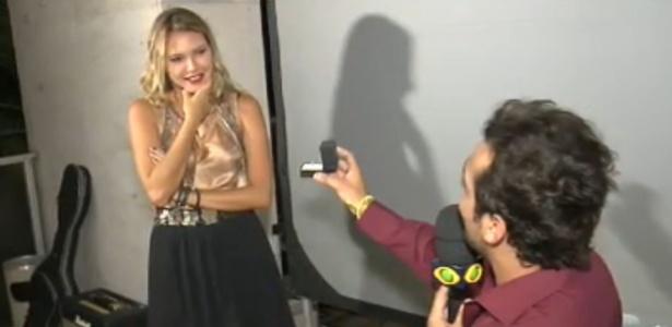A atriz e o humorista estão juntos há três meses
