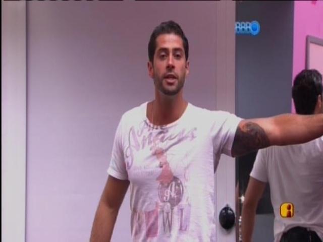 23.mar.2014 - Marcelo acusa Angela de ter colocado ele no paredão com seu voto em Vanessa