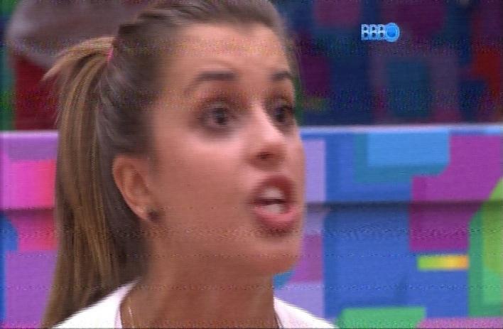 24.mar.2014 - Angela discute com Marcelo que não gostou que ela tenha votado em Vanessa e tê-lo direcionado ao paredão