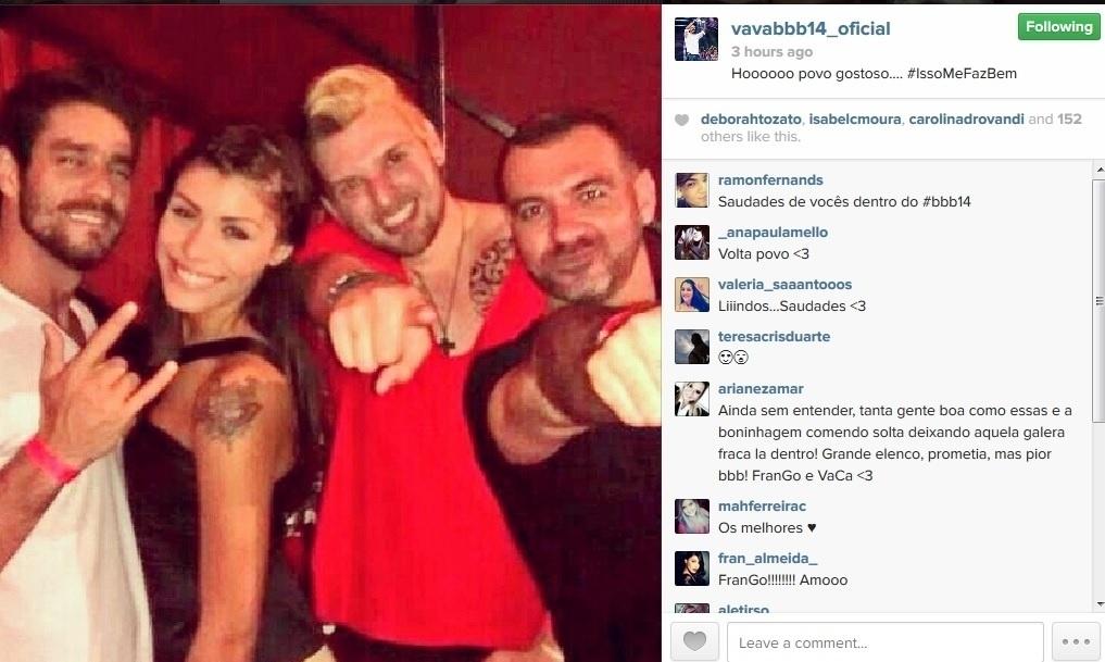 24.mar.2014 - Ao deixar a casa, Cássio encontrou os ex-BBBs Diego, Franciele e Vagner.