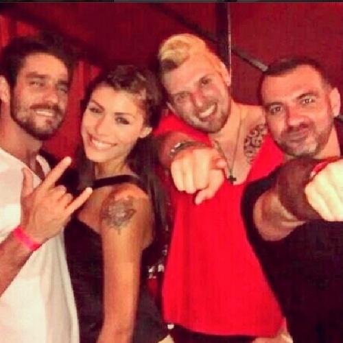 """24.mar.2014 - Ao deixar a casa, Cássio encontrou os ex-BBBs Diego, Franciele e Vagner. """"Hoooooo povo gostoso.... #IssoMeFazBem"""", escreveu Vagner na legenda da foto"""
