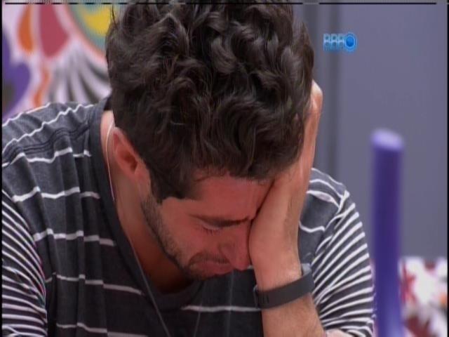 24.mar.2014 - Marcelo chora e lamenta paredão com Tatiele