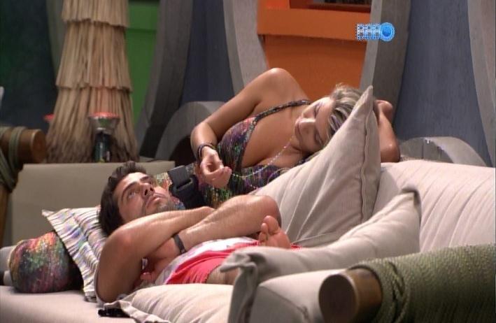 24.mar.2014 - Marcelo diz que a mãe de Angela, Ivone, não deve ter gostado do voto desleal da filha