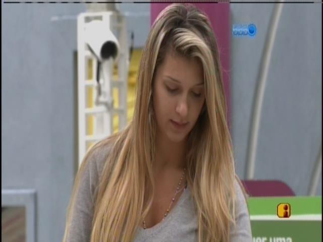 24.mar.2014 - Tatiele foi sorteada para ir fazer as compras da casa com Clara