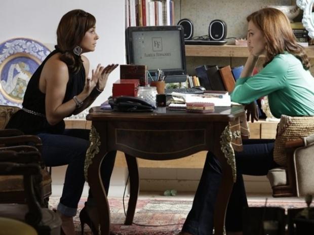 Durante conversa com Helena, Clara conta que socorreu Marina