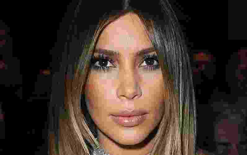 Kim Kardashian - batom marrom claro - Getty Images