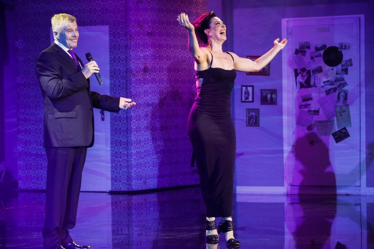 24.mar.2014 - Miguel Falabella e Cláudia Raia dão aula-show no teatro Sesi em São Paulo ao lado de atores que fizeram grandes musicais, como