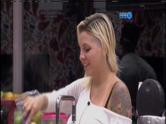 """25.mar.2014 - """"Amanhã vou ficar com tanta saudade do Cássio na festa"""", Clara lembrou do estudante gaúcho."""
