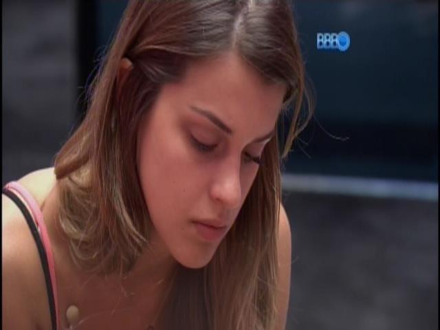 """25.mar.2014 - Angela pede desculpas para Marcelo novamente: """"É melhor para o meu remorso que você fique"""""""