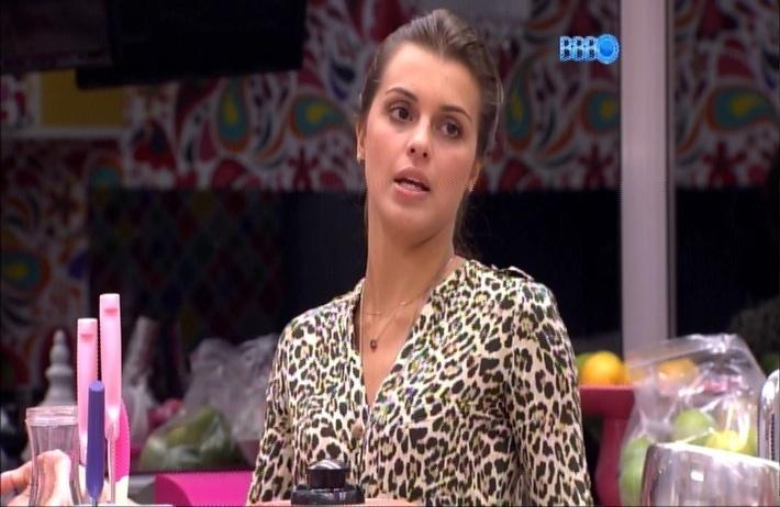 25.mar.2014 - Angela reclama que não aguenta mais o jeito de Marcelo e ela insiste que foi burra ao não ter votado em Clara para não ouvir a mesma ladainha
