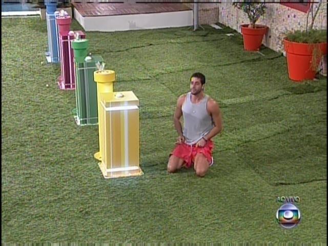 25.mar.2014 - Marcelo vence a penúltima prova do líder e indica Valter Slim para o 16º paredão