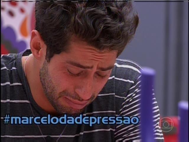 25.mar.2014 - Mônica Iozzi chama Marcelo de chorão e mimado