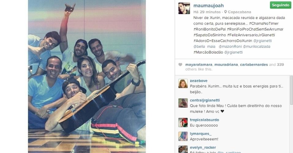25.mar.2014 - No dia do aniversário de Junior, o ex-BBB Mau Mau posta foto com os amigos:
