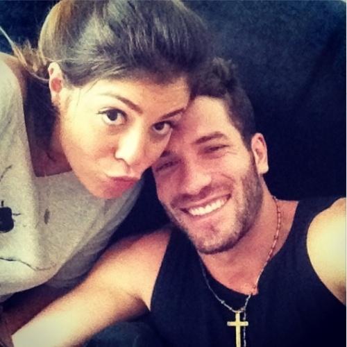 """25.mar.2014 - Roni posta foto ao lado da ex-BBB Bella: """"E amor não acaba nunca minha amiga @bella_maia_ minha coisa linda"""""""