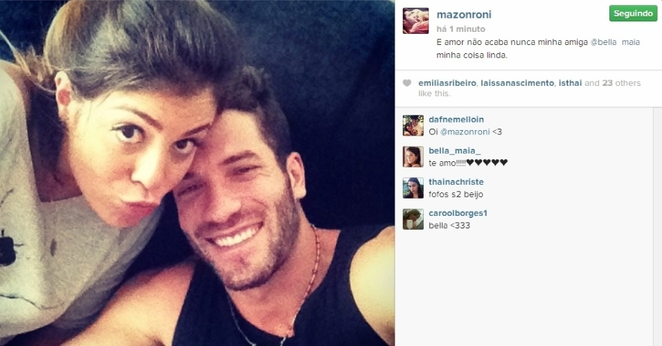 25.mar.2014 - Roni posta foto ao lado da ex-BBB Bella: