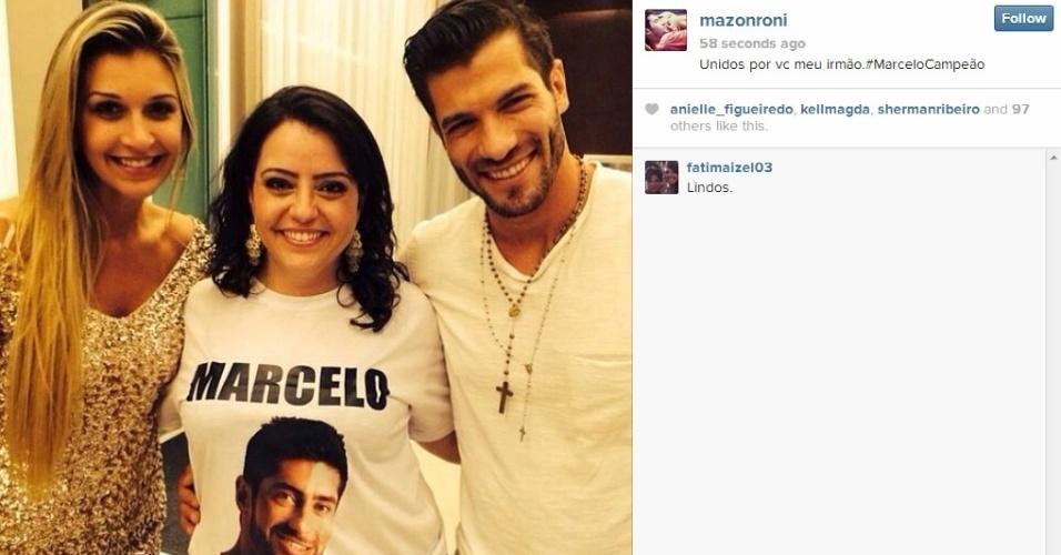 """26.mar.2014 - Depois de encontrar a família de Marcelo, Roni postou foto com uma das irmãs do brother e Tatiele. """"Unidos por vc meu irmão.#MarceloCampeão"""", escreveu o modelo"""