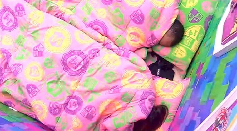 26.mar.2014 - Depois de gravarem Raio-X, Valter e Angela voltam a dormir no quarto Festa.