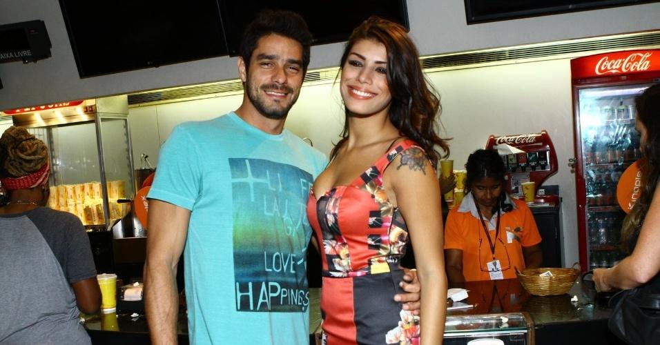 26.mar.2014 - Franciele e Diego conferem a pré-estreia do filme
