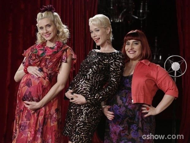 26.mar.2014 - Leticia Spiller, Mariana Ximenes e Simone Gutierrez posam com barrigão de grávida