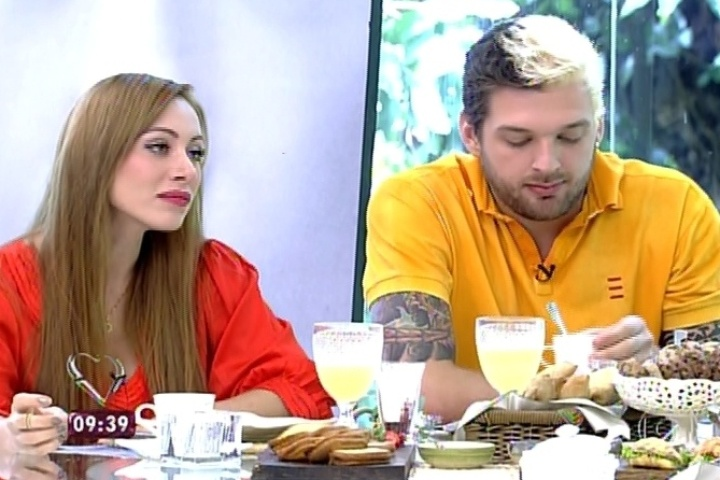 """26.mar.2014 - Participantes eliminados tomam café da manhã com Ana Maria Braga no programa """"Mais Você"""""""