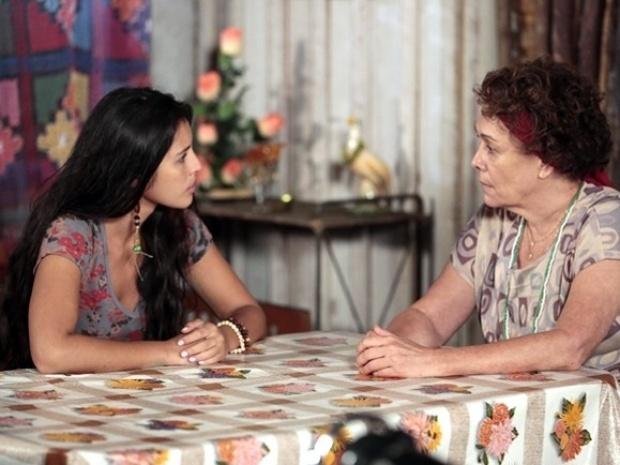 Vó Tita conta para Fátima toda a verdade sobre sua mãe