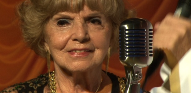 22.mar.2014 - Gessy Fonseca, a dubladora mais antiga do Brasil, em sua festa de aniversário de 90 anos - UOL