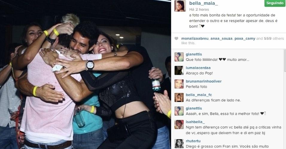 27.mar.2014 - Bella, Franciele e Diego abraçam o aniversariante Junior.