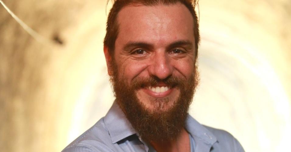 """27.mar.2014 - Rodrigo Lombardi na coletiva de imprensa da novela """"Meu Pedacinho de Chão"""", no Projac, no Rio de Janeiro"""