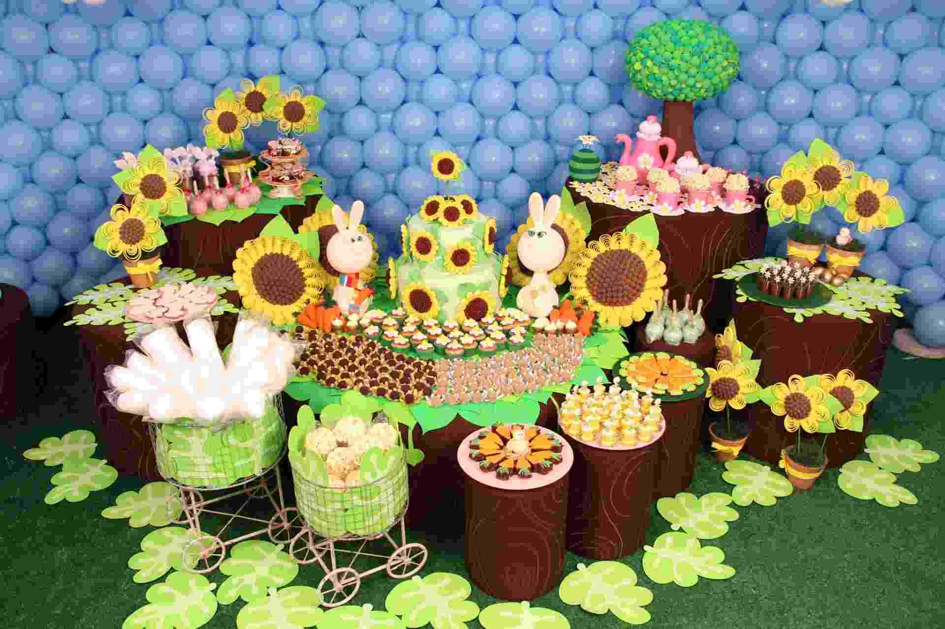 Cheia de símbolos, a Páscoa rendeu uma decoração de aniversário colorida pelas mãos da artista plástica Cristina Buchain (www.cristinabuchain.com.br) - Talita Ferraz/Divulgação