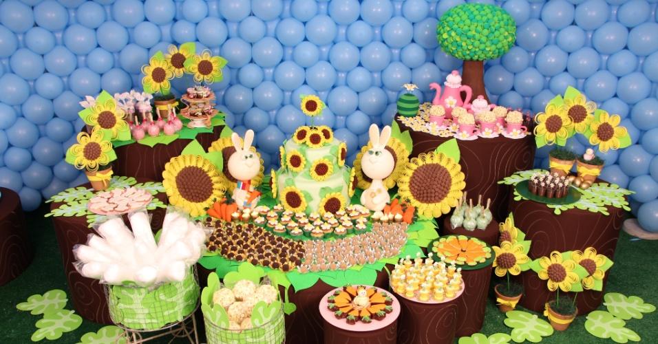 Cheia de símbolos, a Páscoa rendeu uma decoração de aniversário colorida pelas mãos da artista plástica Cristina Buchain (www.cristinabuchain.com.br)