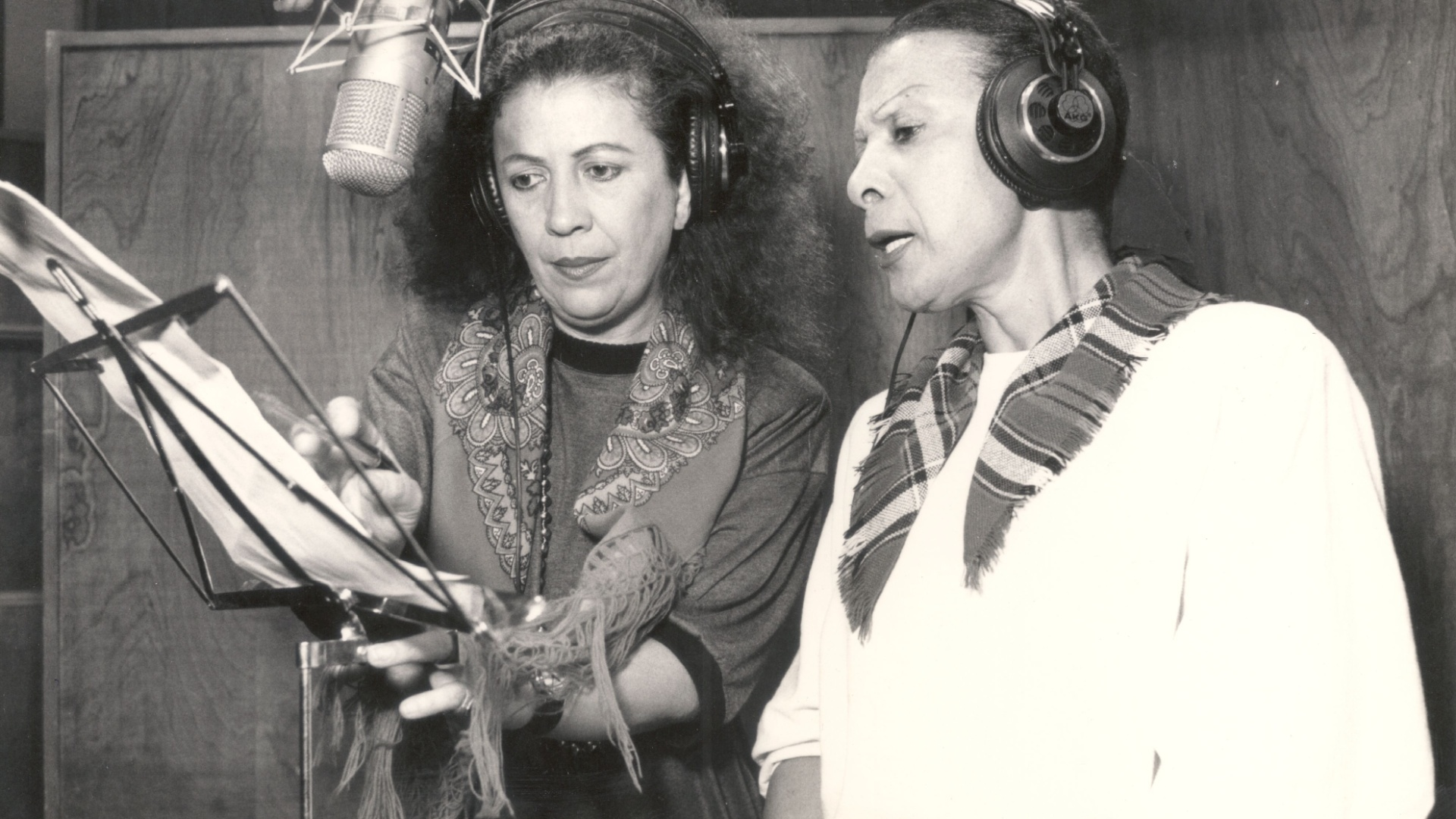 Beth Carvalho e Elizeth Cardoso durante gravação