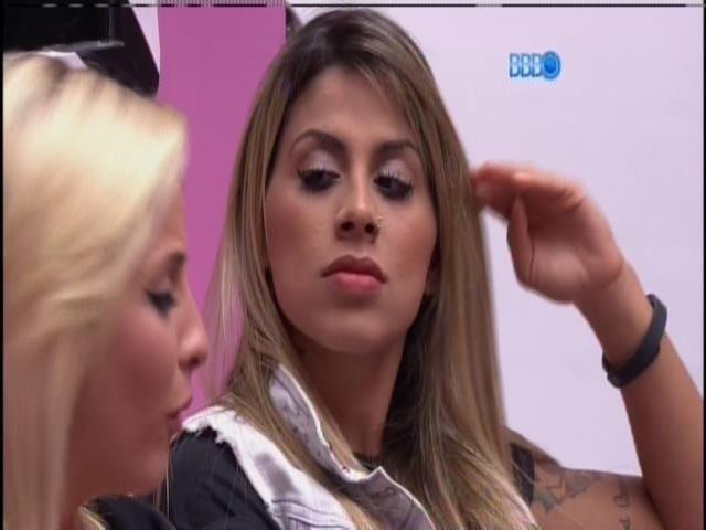 """28.mar.2014 - Clara e Vanessa criticam Angela: """"Ela não tem a menor paciência com Marcelo"""""""