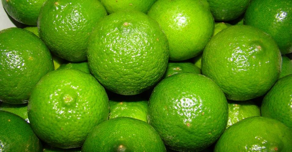 (imagem cedida por pesquisador, usar apenas no respectivo material) Limão Tahiti ou Taiti - citrus latifólia