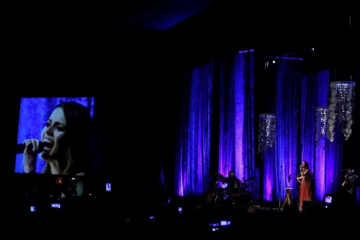 29.mar.2014 - Grávida, Sandy exibe barriguinha discreta no Rio. Na noite deste sábado (29), a cantora realizou um show na na casa de espetáculos Vivo Rio. Sandy está grávida de seis meses do músico Lucas Lima