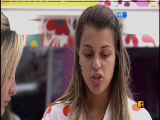 """30.mar.2014 - Angela fala sobre briga com Marcelo: """"Se não me desculpa, é melhor não falar comigo"""""""