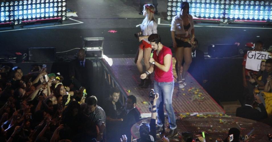"""30.mar.2014 - Cantor Luan Santana fez show da turnê """"O Nosso Tempo é Hoje"""" na noite de sábado (29), no Rio de Janeiro"""