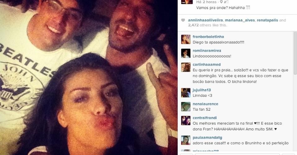 """30.mar.2014 - Franciele posta foto com Diego e com o apresentador Bruno de Luca. """"Vamos pra onde? Hahahha"""", escreveu ela se referindo ao programa de Bruno no Multishow"""