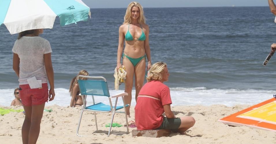 30.mar.2014 - Leticia Spiller gravou comercial na manhã de domingo (30) com o filho na praia do Pepino em São Conrado, no Rio de Janeiro