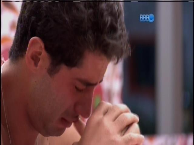 30.mar.2014 - Marcelo chora e chama por Tatiele:
