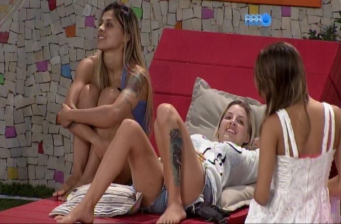 30.mar.2014 - Vanessa reclama de contrato de exclusividade assinado com a Globo